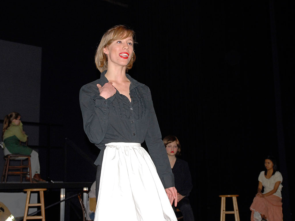 woman-white-apron-another_DSC0068